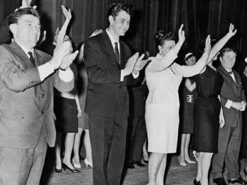 Г. Попов в составе артистов Московского мюзик-холла на гастролях в Париже, 1964 г.