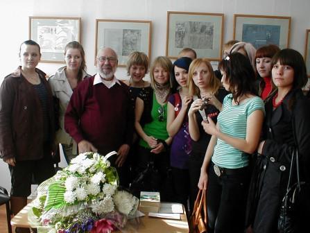 В. А. Раменский с учениками на выставке в ГХМАК 2008 г.